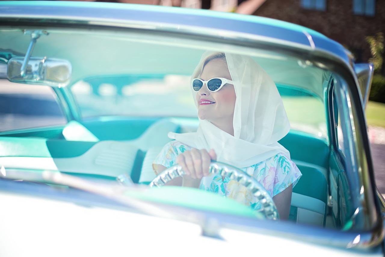 女性が初めて車を買うなら「新車」と「中古車」どちらがおすすめ?