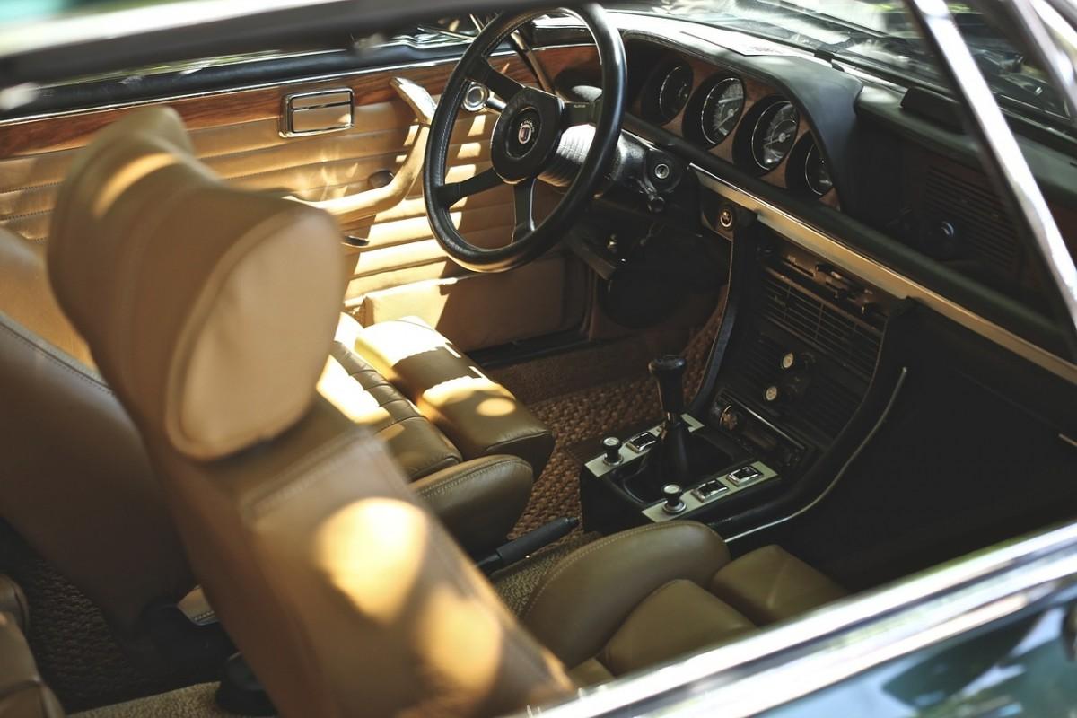 真夏の炎天下の車内温度は危険!車内に絶対に放置してはいけない物とは?