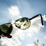 車の運転時のサングラスの選び方-紫外線対策に!目の疲れに!眼病予防に!