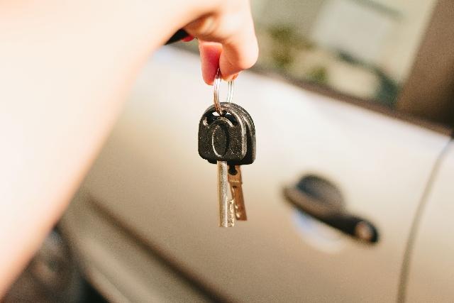 【恐怖体験記!】2歳の子どもが車内に…インキー(キー閉じ込み)の原因・対処法と予防策9選