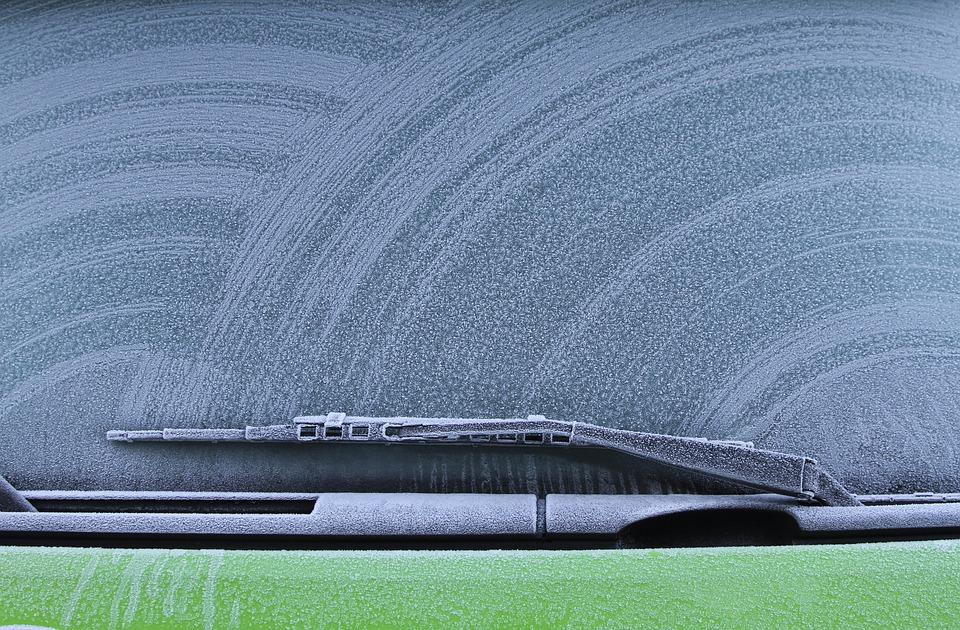 冬のフロントガラスの凍結防止策6選とおすすめグッズ紹介!うっかり凍った時の解氷方法も