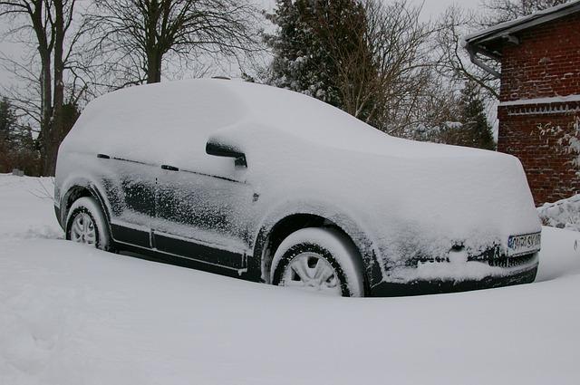 【恐怖体験記あり!】サイド(パーキング)ブレーキが凍結!?寒冷地での駐車時に注意すべきこと