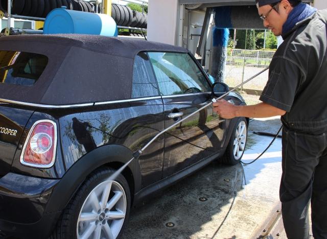 車の買取り前に洗車したほうが査定があがるってホント?どこまで洗車するべき?