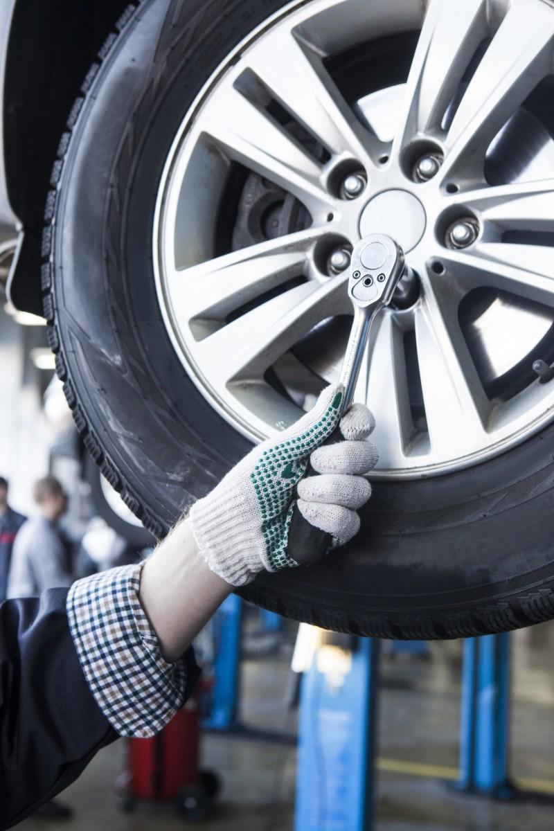タイヤの交換時期は?溝の減りやひび割れは事故に繋がる!こまめにメンテナンスを!