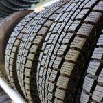 スタッドレスタイヤを夏も履き替えないとどうなる?危険?車検通るの?性質・燃費の違いは?