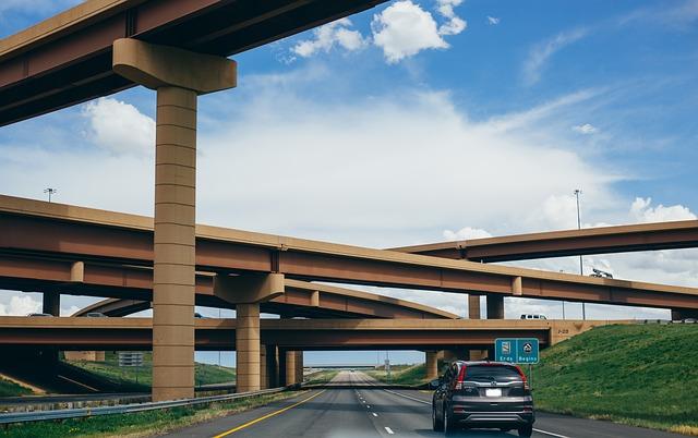 【初心者向け】高速道路に乗って長距離ドライブ!事前メンテ箇所や準備物、PA・SAの楽しみ方も