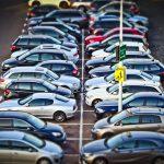 大型駐車場で車の場所を忘れないための4つの方法と駐車位置を記録してくれるアプリ5選!