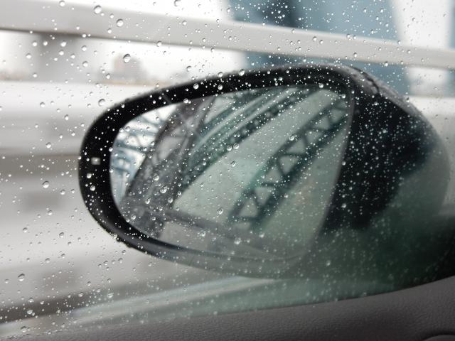 梅雨・台風・豪雨時でも視界良好!サイドミラーの雨よけ・雨ジミ対策とオススメのグッズ4選♪