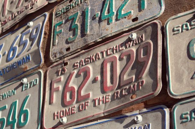 ナンバープレートの『3ナンバー』『5ナンバー』の違いは?ひらがな部分には使われないワードもあるって知ってますか?