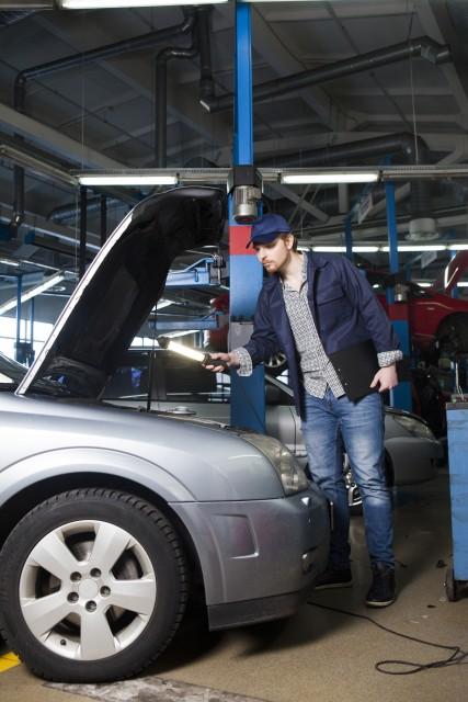 初心者でもわかる車のチューニングの基礎知識!カスタムとの違いは?どういう効果があるの?どこでやるの?