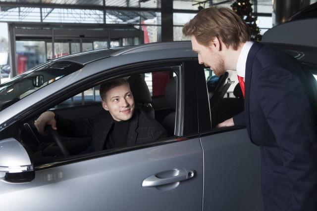 試乗車についての疑問!1人で乗れる?事故にあったら?試乗時に必ず確認すべき4つのポイントとは?