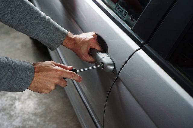 車が盗難にあったらすぐすべき行動とは?盗まれやすい車ランキングや盗難予防策も!