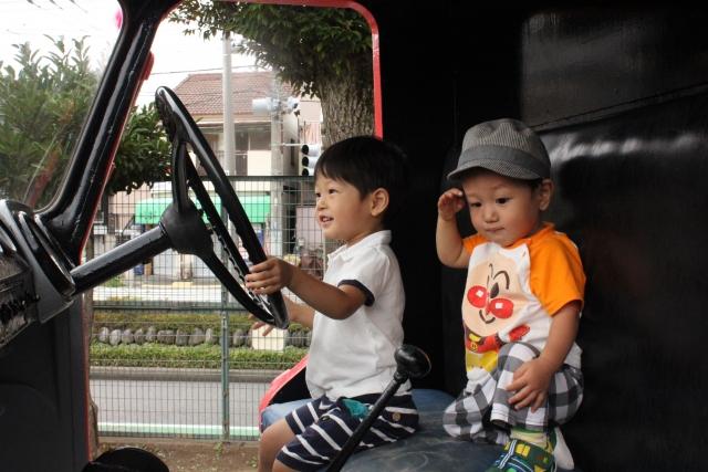 車によその子を乗せる時の注意点5つ。チャイルドシートの準備や定員数の把握、できてますか?