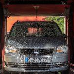 ノンブラシ洗車機のメリット・デメリットや、より綺麗に洗車する効率的な方法をご紹介!