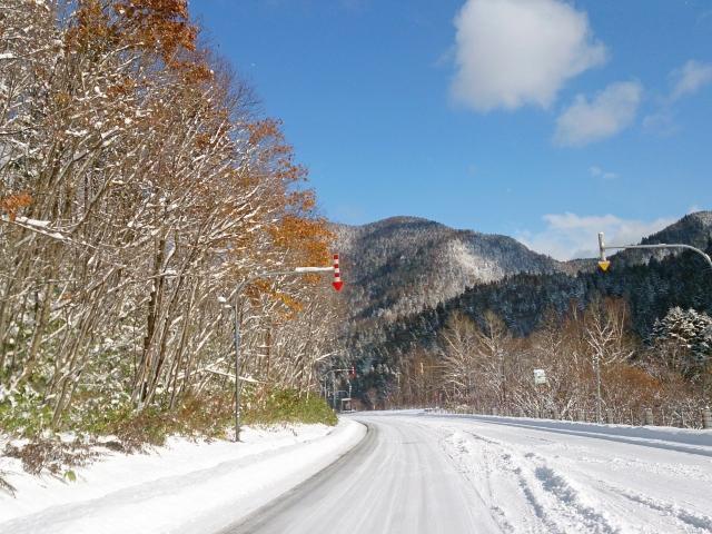 もう凍結した雪道の運転も怖くない!アイスバーンの注意点や運転のコツを知ろう♪