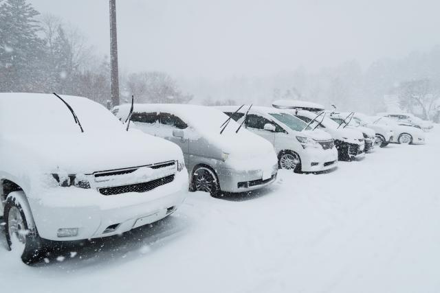 車も冬支度!突然の雪や凍結でも困らない事前準備!必須4アイテム&4つのメンテナンス