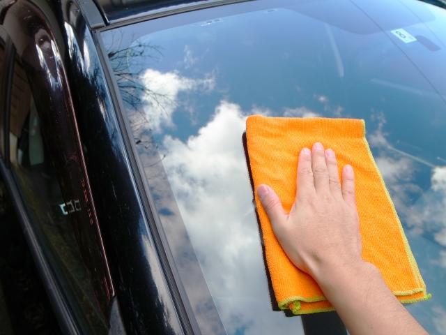 車のガラスの油膜取りグッズおすすめ6選!しつこい汚れを除去して視界クッキリ★