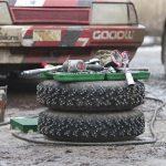 スパイクタイヤとスタッドレスタイヤの違いって?スパイクタイヤで走行すると違反になる?