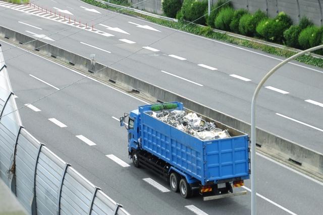 高速道路の落下物は危険!見つけたらどこに通報?自分が落下させた時の違反点数・罰金は?