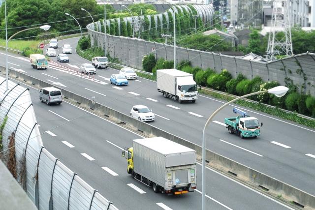 高速道路の本線合流をスムーズに行なうための4つのコツとは?