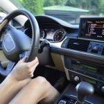 車でもエコノミー症候群になる!症状・原因・予防法をチェック!長距離ドライブや車中泊時に注意しよう