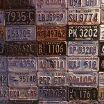 海外ナンバーと日本ナンバーの重ね付け。違反じゃないの?仕組みと取り付け方法とは