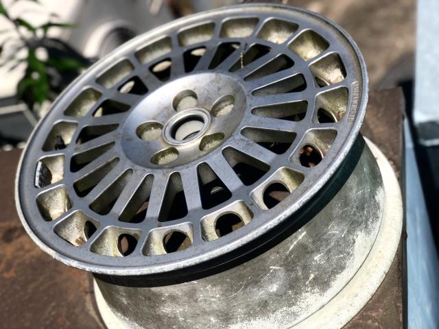 タイヤの組み換えとタイヤ交換は違う?お店でかかる工賃は注意が必要です