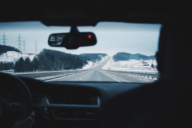【ドラレコ】フロントガラスの貼付け位置を間違えると違法に!?車検に通らない?