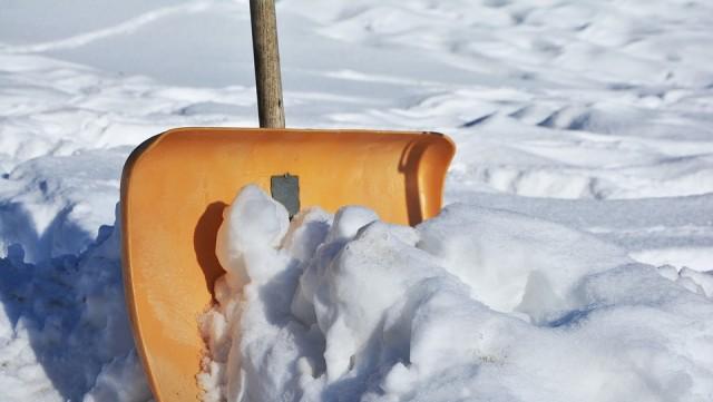 冬の駐車場に!人気おすすめ融雪剤10選!雪かき時間が短縮出来て車がサビない融雪剤も紹介!