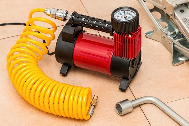 車のタイヤ用空気入れおすすめ9選!自宅に1つあると便利なエアーコンプレッサーやポンプの選び方を紹介
