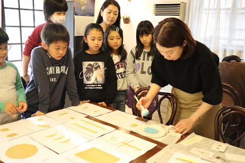 宮城で親子体験!世界にひとつだけの和紙のブックカバーをデザイナー根朋子さんと作る